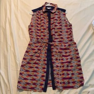 This is a patterned, collared button down dress